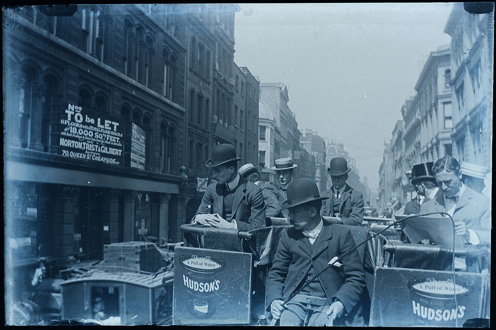 Newgate Street, London - lovely vintage street scene c. 1900 -  Photo from whatsthatpicture/Flickr