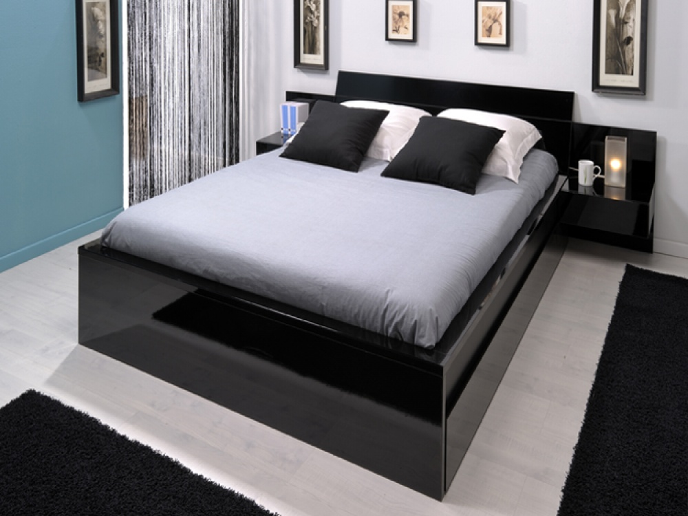 Trag black gloss bed