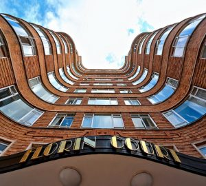 Florin Court - Curve Your World - London City - Photo by Simon & His Camera