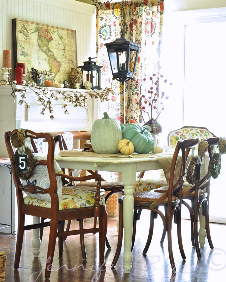 Autumn inspired dining room