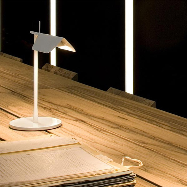 Flos | Tab T | Desk light/Reading light by Edward Barber & Jay Osgerby