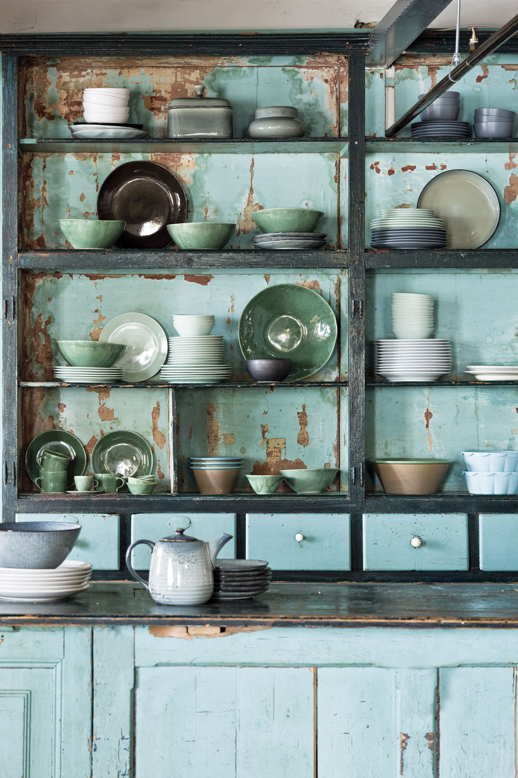Vintage tableware - Styling by Cleo Scheulderman