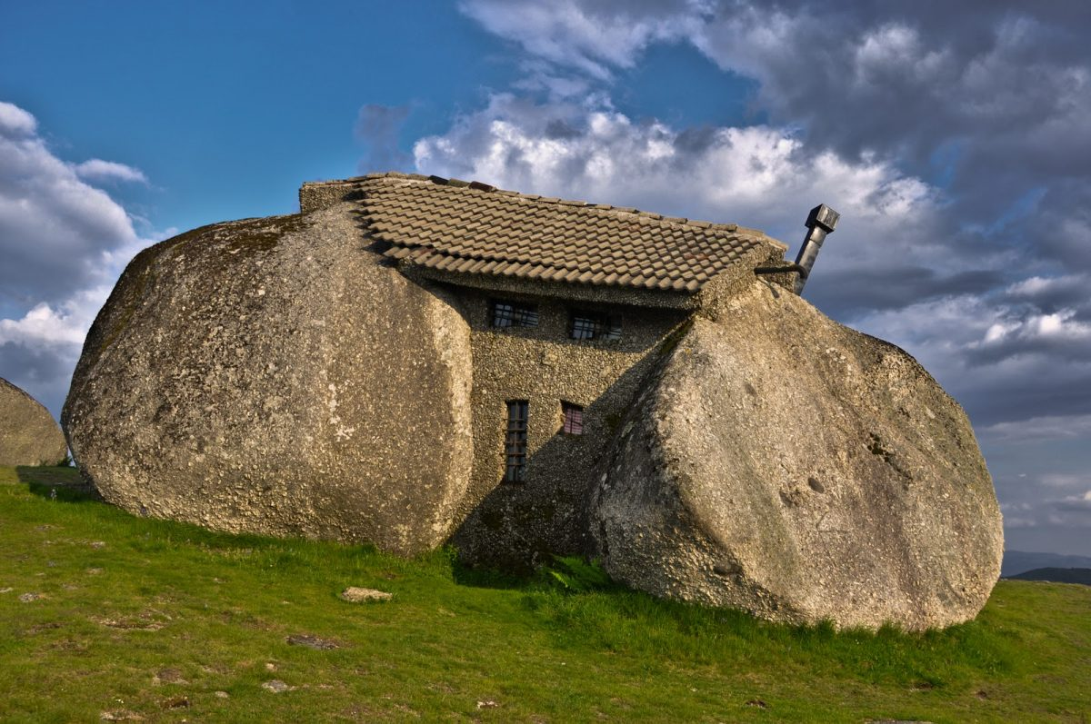 Stone house - Portugal - Photo from inspired-architecture