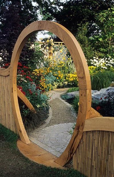 Incredible garden fence with curved passage-way feature