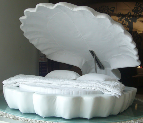 Clam shell bed