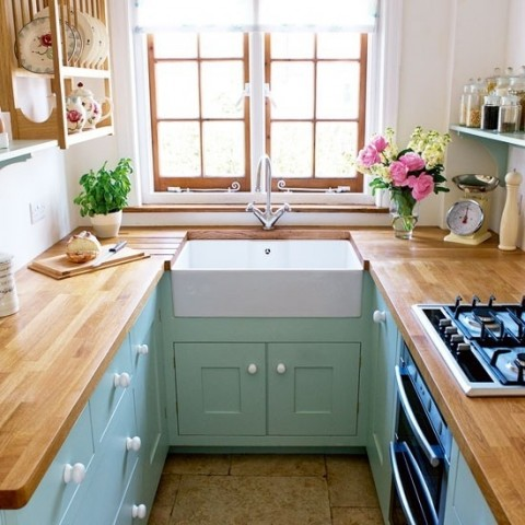 Small kitchen with lots of natural light - Photo from Chelsea Carr at Pinterest