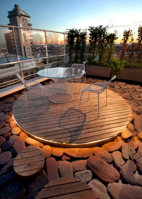 Incredible urban roof garden - Photo found on urbanroofgardens.com