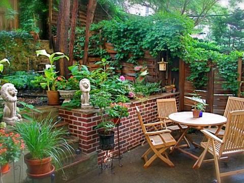 backyard garden with outdoor patio furniture decor