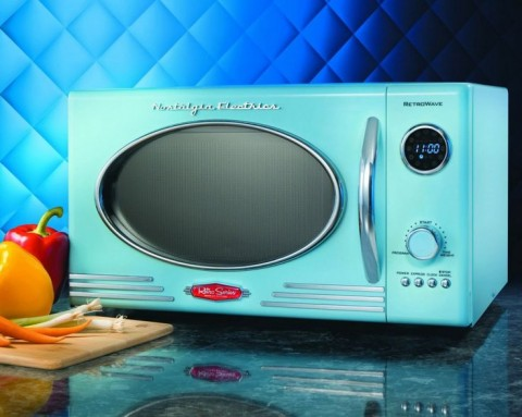 Funky Kitchen Appliances To Brighten Up Your Kitchen - Blue Retro Microwave