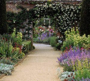 Garden Decorating Tips For The Busy Gardener