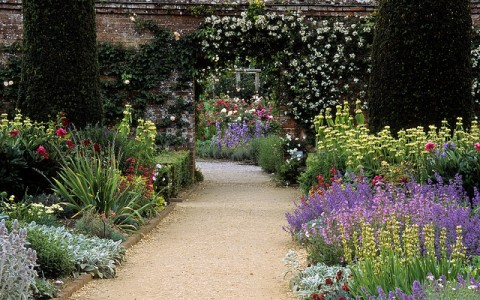 Garden Decorating Tips For The Busy Gardener