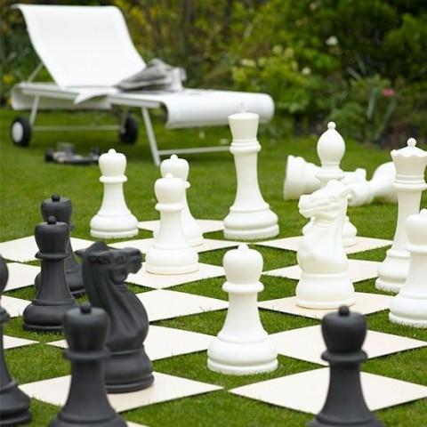 10 Fun Garden Toys - Giant Chess