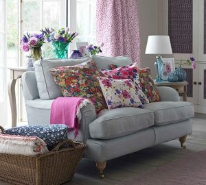 How To Create A Bright And Vibrant Living Room