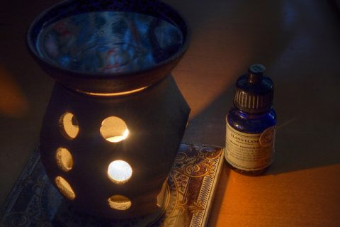 6 Ways To Add Scented Aromas To Your Home - Candle Aromatherapy Diffuser