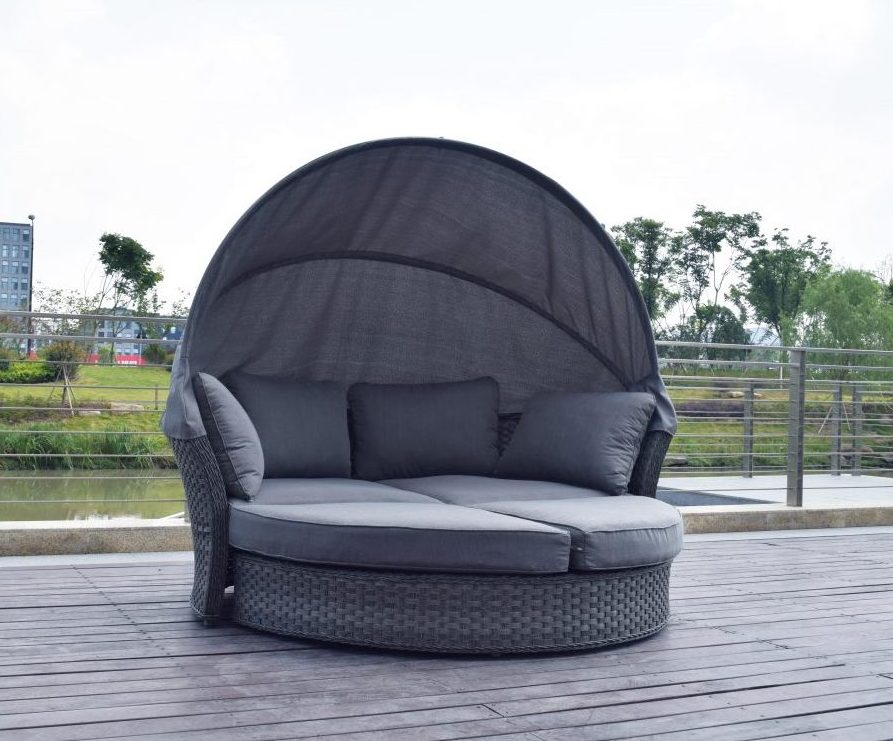 Why Rattan Garden Furniture Is Becoming