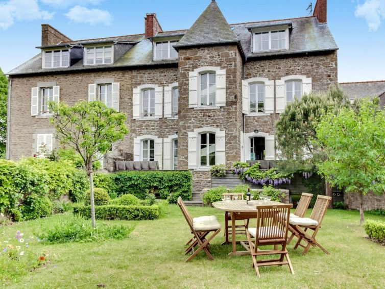 5 Holiday Homes In Brittany Perfect For Group Gatherings - Maison du Capitaine