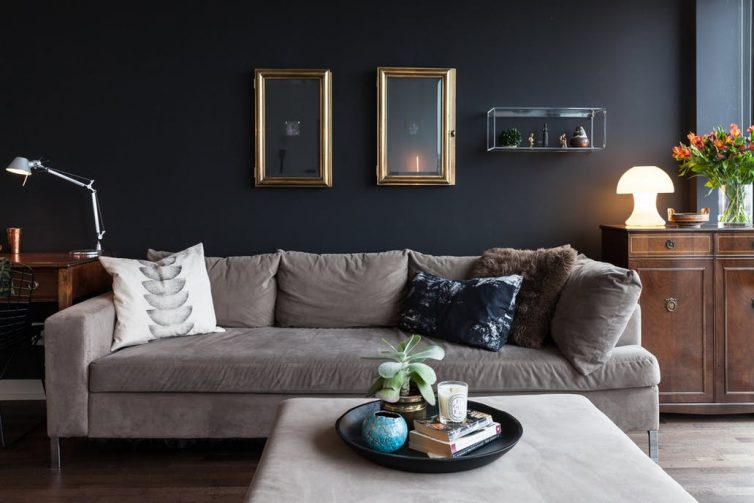 How To Choose Stylish Living Room Furniture - Image From Apartment Therapy - Lauren Kolyn