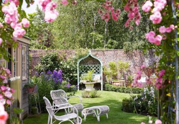 Tips On How To Build A Summer Garden - Image From House & Garden