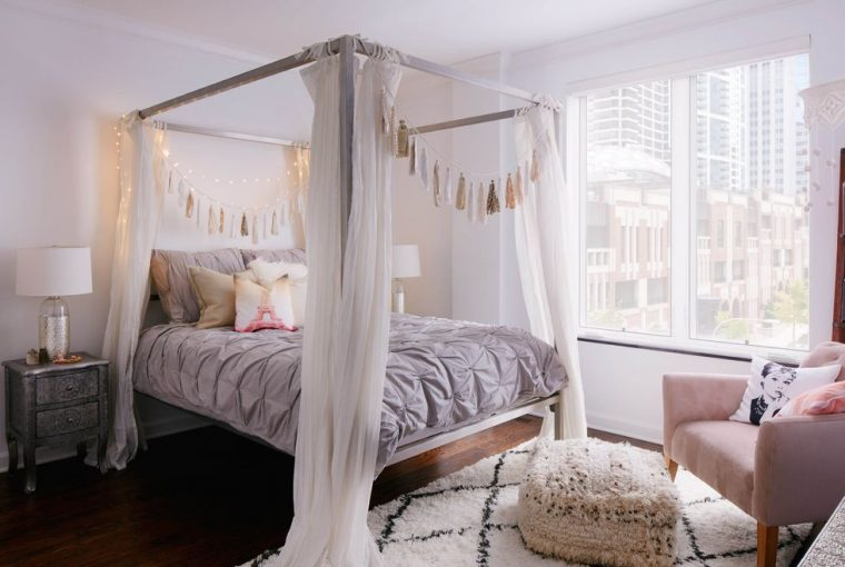 Sleep In Style: 4 Reasons To choose A Four-Poster Bed - Image By Dustin Halleck - Design by Jen Talbot Design - Via Elle Decor