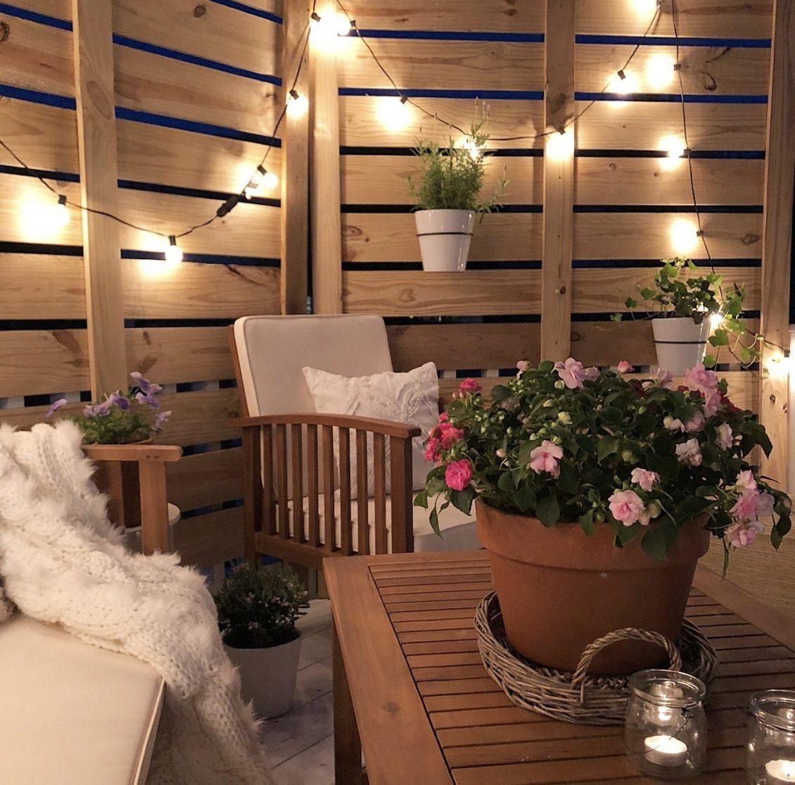 8 Tips To Become The Artist Of Your Own Garden - Image Via acarriedaffairblog.com - Deck Makeover – Part I