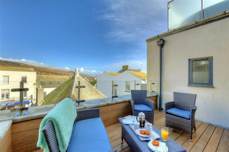Tips For Choosing The Perfect Holiday Rental - Image Via LymeBayHolidays.co.uk - The Seafoal, Lyme Regis, Dorset