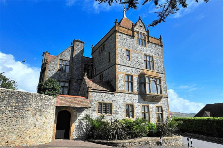 Tips For Choosing The Perfect Holiday Rental - Image Via LymeBayHolidays.co.uk - Coram Tower Lyme Regis, Dorset