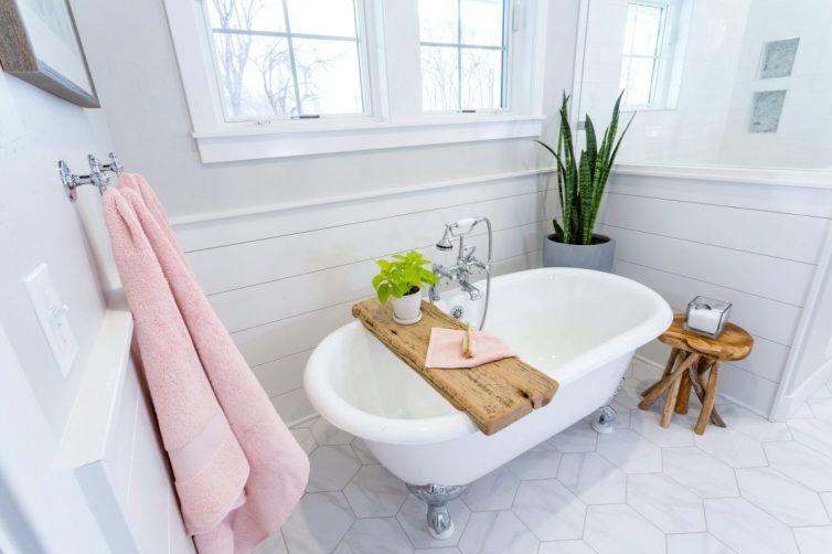 Bathroom, Roll top bath,