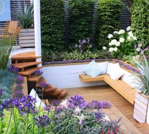 Designer garden with seats and Aliums