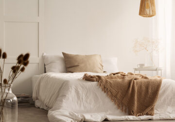 Linen Bedding. Natural bedroom.