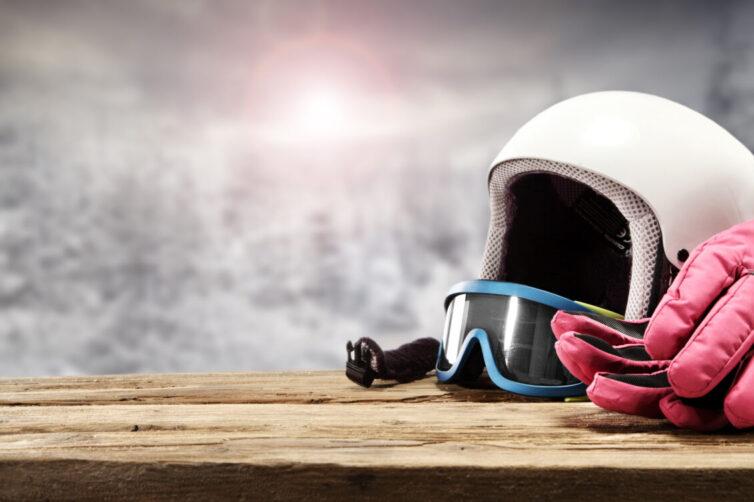 Ski googles, ski helmet and ski gloves