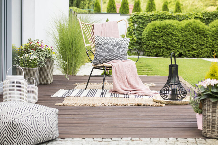Garden chair with throw and pillow