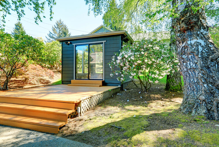 Log Cabin. Wood Cabin. Home Office. Wooden Garden Building
