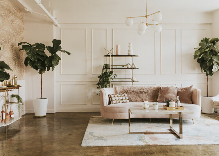 Stylish, opulent living room with pink sofa and brass furniture